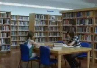 Una biblioteca en un comercial de Coca Cola
