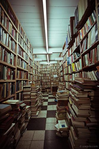 Librerías de Antiguo: recorrido fotográfico por estantes y libros usados